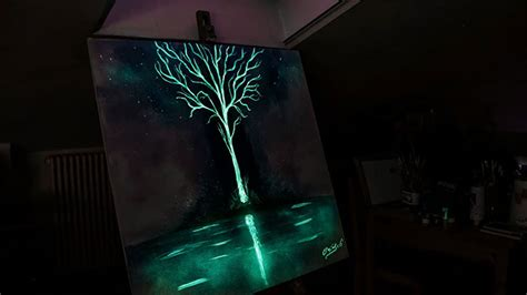 glow in the paint vs black light paint this artist paints with light and it looks dazzling