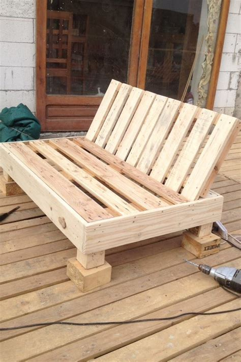 bricolage creer du mobilier de jardin avec des palettes en bois d 233 co meuble 224 fabriquer