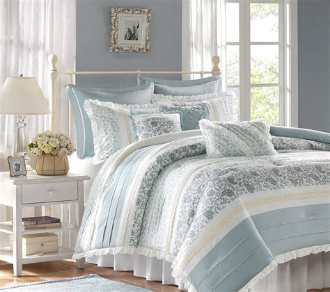 comfy bed sets choosing a comfy bedding duvet or comforter for your bed