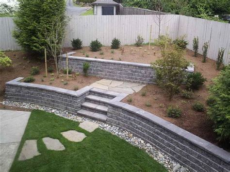 cinder block garden wall 25 best ideas about concrete block retaining wall on