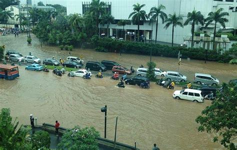 di jakarta koleksi gambar banjir di jakarta indonesia terbaru hari