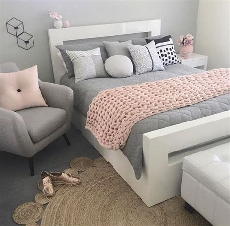 light blue grey bedroom 25 best ideas about bedroom colors on