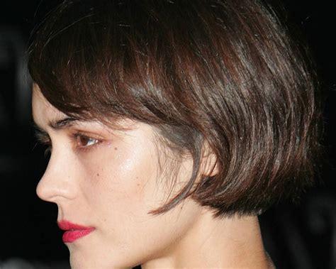 ear length bob hairstyle ear length symmetric bob haircut side swept bangs provides
