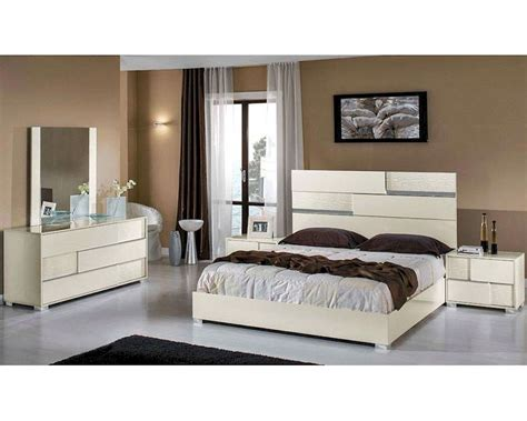 modern italian bedroom furniture modern italian beige bedroom set 44b112set