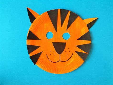 tiger paper plate craft how to make a tiger mask babycentre crafts