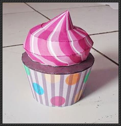 paper cupcake craft strawberry cupcake free papercraft