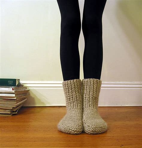 chunky socks knitting pattern 1000 ideas about knit slippers on knitted