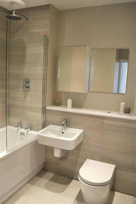Neutral Bathroom Decor by Neutral Bathroom Decor Chic Bathtub In Small Bathroom