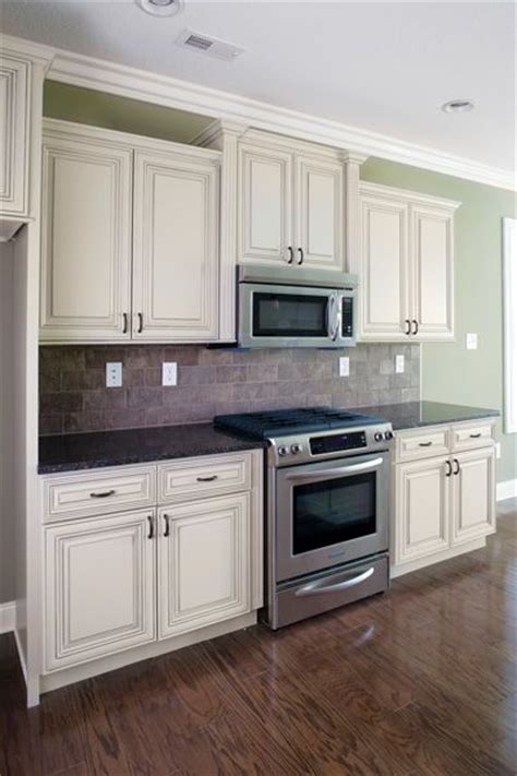 white distressed kitchen cabinets best 20 distressed kitchen cabinets ideas on