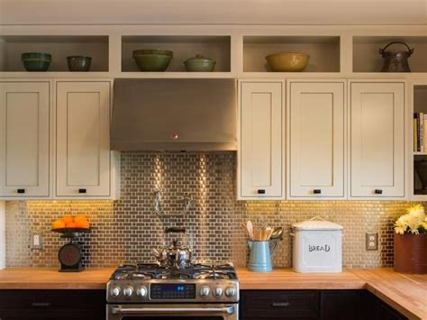 space above kitchen cabinets ideas best 25 above kitchen cabinets ideas on update kitchen cabinets closed kitchen diy