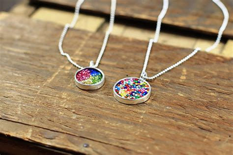 make your own jewelry how to make resin pendants