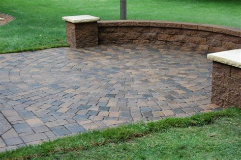 with pictures in how to install a paver patio