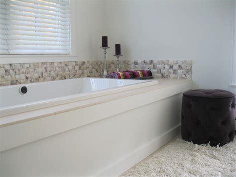 Master Bath Tub Quilted Aubergine Marble Backsplash