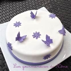 gateau simple pate a sucre gateau theme papillons et fleurs gateau pate 224 sucre violet et