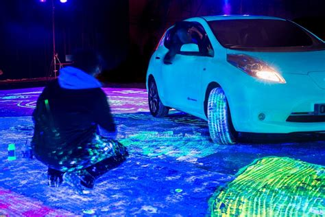 glow in the paint car glow in the nissan leaf paints itself breaks world