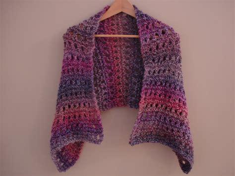 shawl knitting patterns fiber flux free knitting pattern a peaceful shawl
