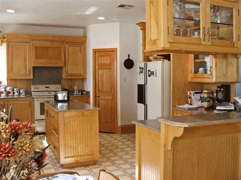 paint color for kitchen with maple cabinets kitchen paint colors with maple cabinets kitchen ideas