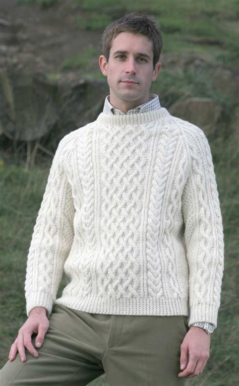 how to knit aran sweater mens knitted luxury aran sweater torridon by scotweb