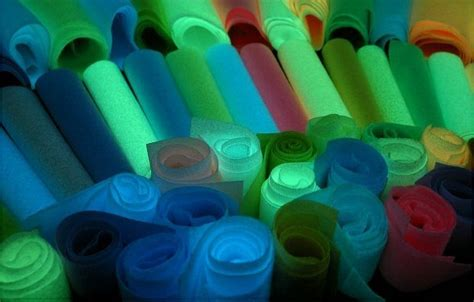 high quality glow in the paint 120d glowing in the luminous sewing thread high