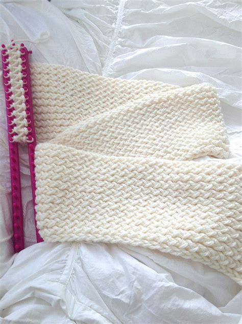 how to loom knit an infinity scarf the most amazing tutorial how to use a knitting loom to