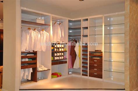 cupboards designs for small bedroom dise 241 o de estilo contempor 225 neo armarios de los dormitorios