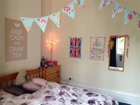 how to decorate a room for the twenty best ways to decorate your student room at uni