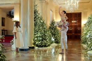 white house decorations melania unveils white house decorations time