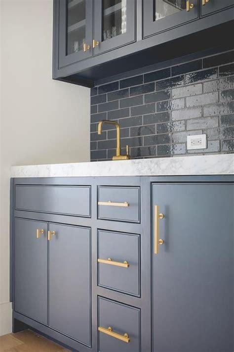 kitchen cabinet bar pulls best 25 kitchen knobs ideas on kitchen
