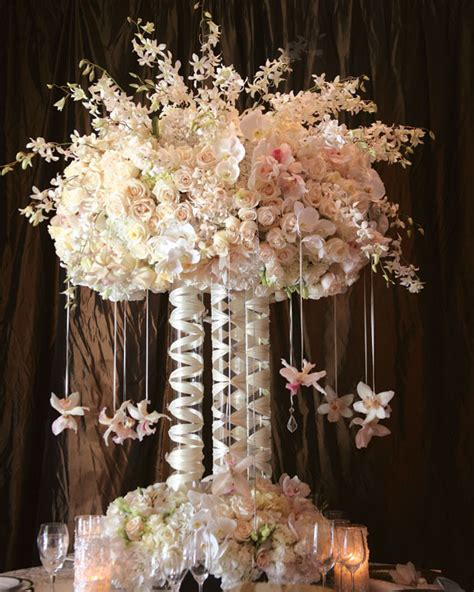 centerpieces with flowers wedding wednesday elevated centerpieces flirty fleurs
