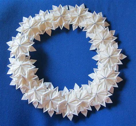 origami wreath origami snowflake wreath by froggydreams on deviantart