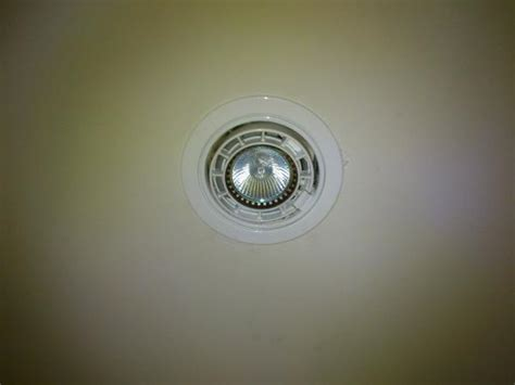 halogen ceiling lights changing bulb trouble changing out light bulb from recessed light