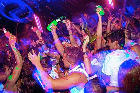 glow in the paint clubs black light on