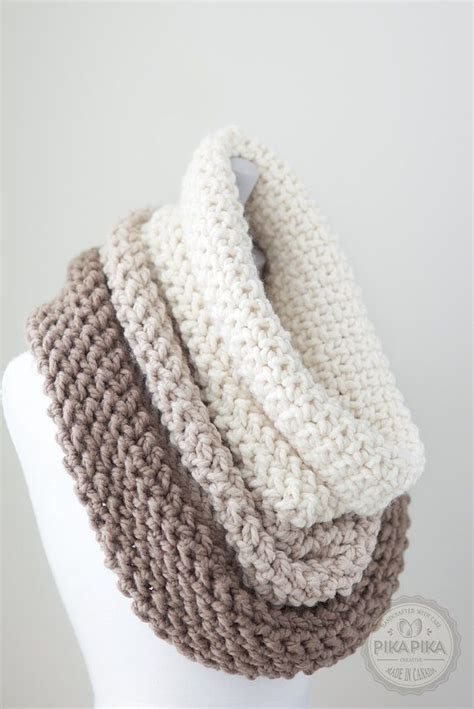 knitted cowls 25 best ideas about cowl scarf on loom