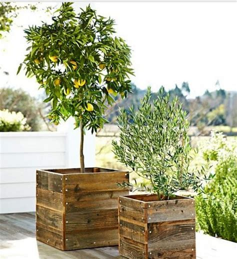 pallet planter boxes planter boxes out of pallets recycled things