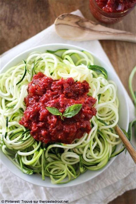 courgette spaghetti comment agr 233 menter des spaghetti de courgette 224 table