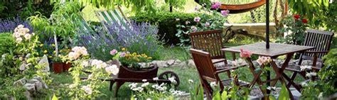 decorar jardines con rejas decoraci 243 n para exteriores terrazas balcones y jardines