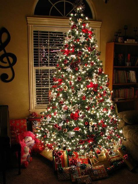tree with lights and decorations 25 best ideas about tree decorations on