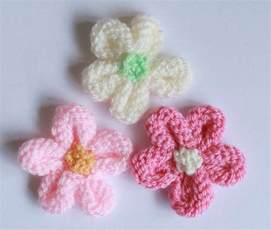 how to knit a flower free pattern friday projects in bloom on craftsy