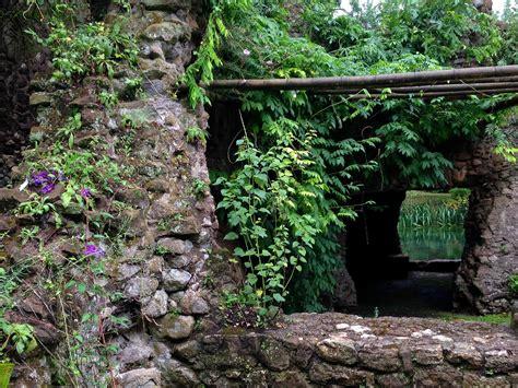 Der Garten Ninfa by Il Giardino Di Ninfa Der Garten Ninfa Routinebruch