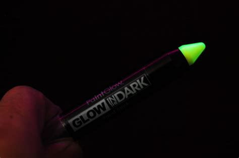 glow in the paint usa paintglow glow in the paint sticks fast usa