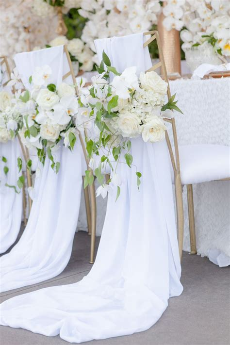 white wedding decoration ideas 8 awesome and easy ways to decorate wedding chairs