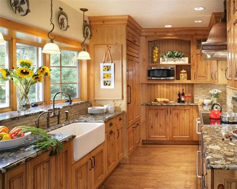 best paint colors for kitchens with pine cabinets 25 best ideas about pine kitchen on pine