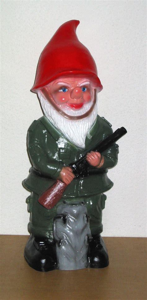 Schutz Der Gartenzwerge by Gartenzwerg Soldat Mit Gewehr Milit 228 R Gartenfigur