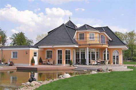 Danwood Haus Musterhaus Bayern by Kuca Cudnog Krova Sa Bazenom Duplex