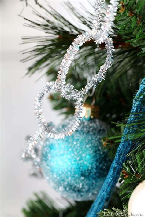 how to decorate with tinsel don t get your tinsel in a tangle ideas for decorating