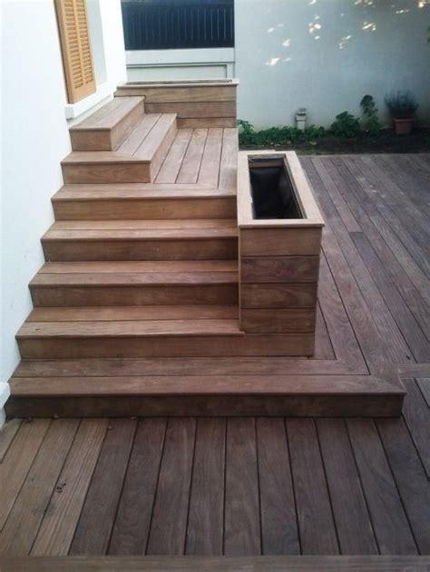terrasse en bois avec marches et gradins terrasse