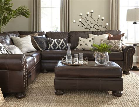 decorating a living room with brown leather furniture best 25 leather decorating ideas on