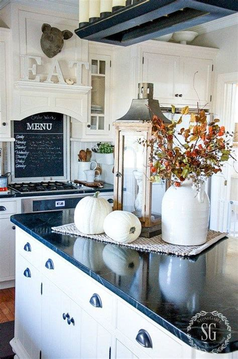 kitchen island decorating ideas best 20 kitchen island centerpiece ideas on