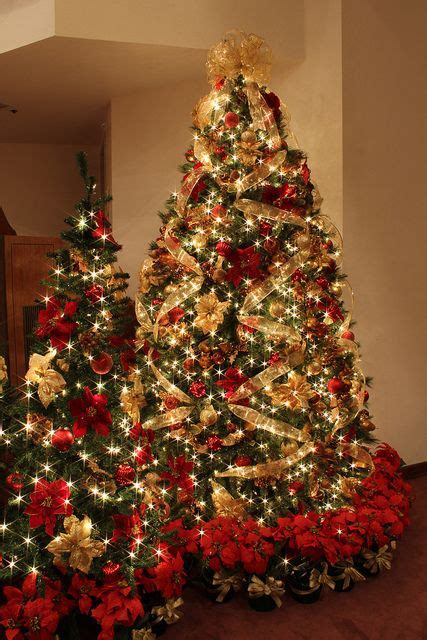 roter weihnachtsbaum 32 amazing and gold d 233 cor ideas digsdigs