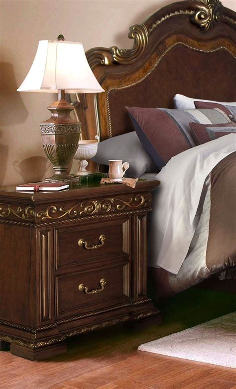 antique looking bedroom furniture antique style 4 pc bedroom set in